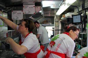 18qe7kmsoxmptjpg 300x200 - با کامیون-رستوران های معروف دنیا آشنا شوید