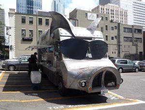 d 300x228 - با کامیون-رستوران های معروف دنیا آشنا شوید