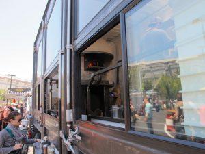 rw 300x225 - با کامیون-رستوران های معروف دنیا آشنا شوید