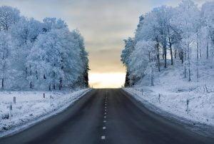 33 300x202 - با سردترین جادههای دنیا آشنا شوید