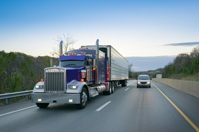 Truck new highway.jpg 2 - کدامیک از شاخصهای اقتصادی بر رشد صنعت حمل و نقل تأثیرگذار است؟