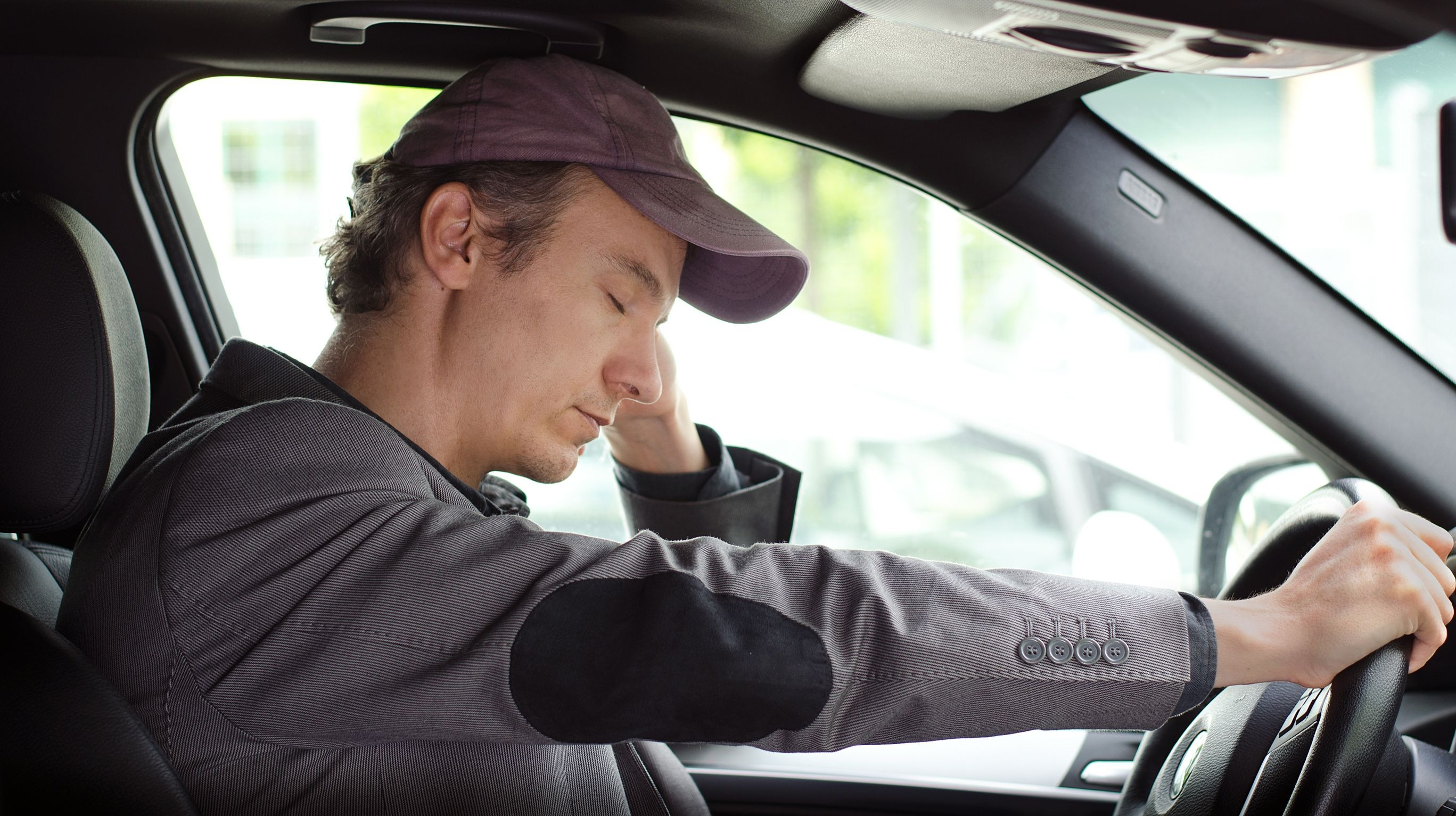 تشخیص حواسپرتی و خوابآلودگی راننده