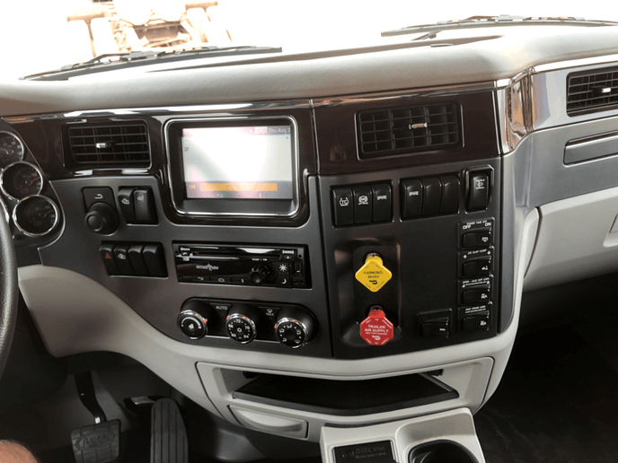 کابین داخلی کامیون پیتربیلت مدل 567