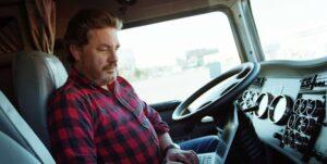 راننده کامیون و دلتنگی دوری از خانه