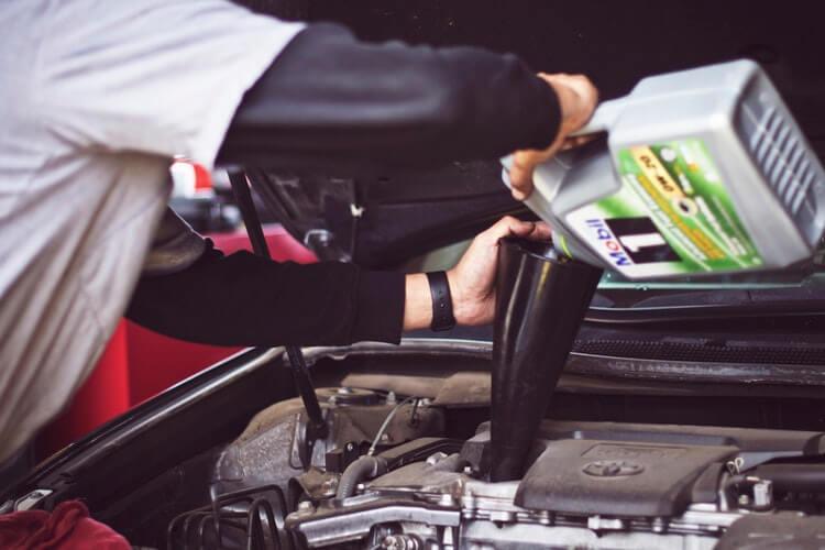 نکات مهم در مورد روغن موتور و نگهداری از آن ها-آسان بار-آسان پدیا