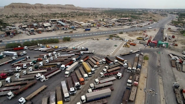 معطل شدن بیش از 100 کامیون در پایانه بار بندرعباس به دلیل عدم هماهنگی